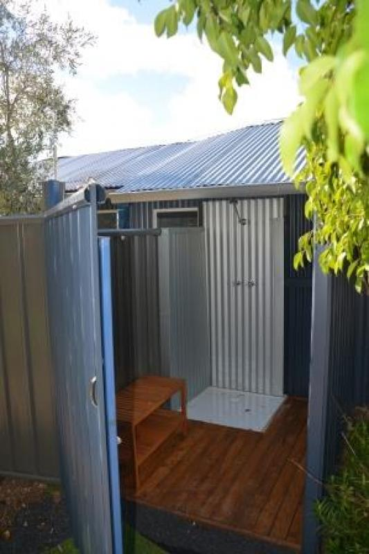 Nannup LavenderOutdoor shower as well as an indoor shower